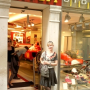 Italien pur. Alina in Venedig. High Speed Haute Couture trifft Formel 1